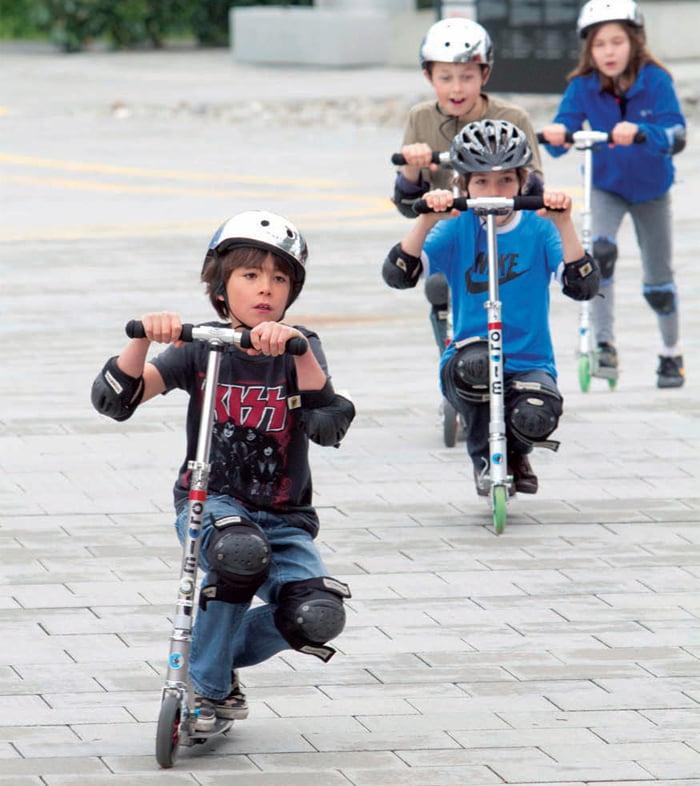 Những câu hỏi thường gặp về xe trượt Scooter cho bé 10