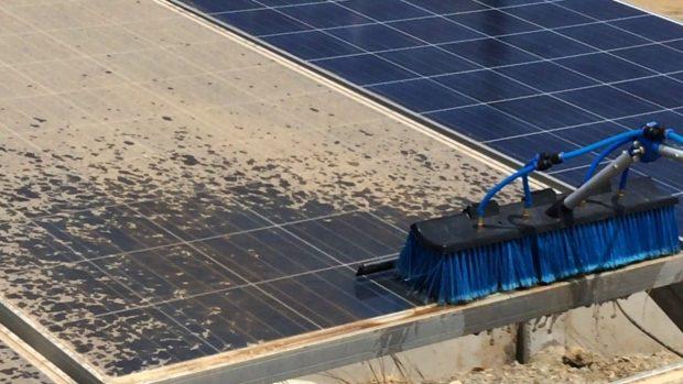 Bảo dưỡng tấm pin năng lượng mặt trường