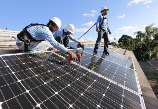 Lắp đặt hệ thống tấm pin năng lượng mặt trời
