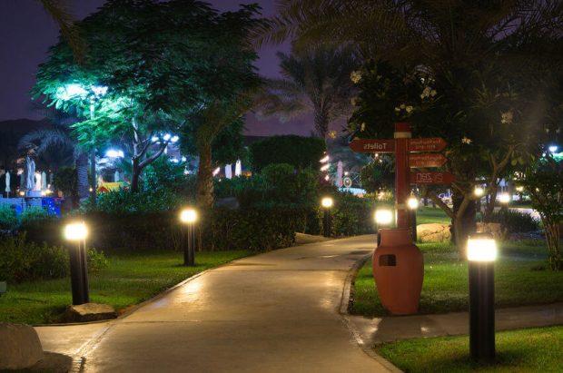 Đèn năng lượng sân vườn