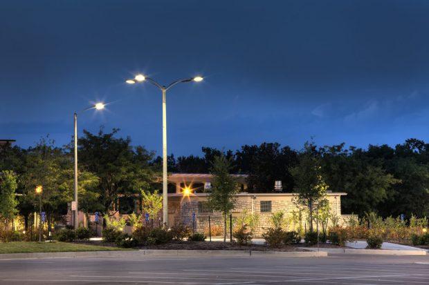đèn năng lượng mặt trời chiếu sáng đường phố