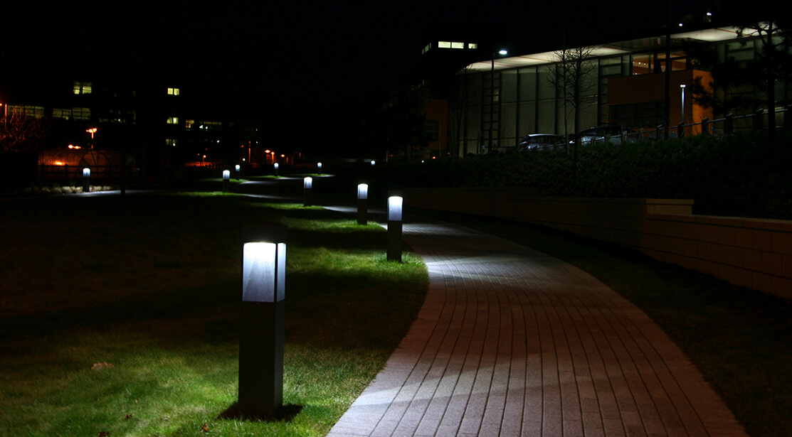 Đèn chiếu sáng sân vườn