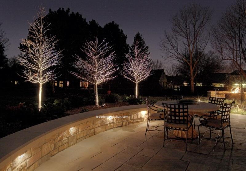 Đèn LED trang trí ngoài vườn