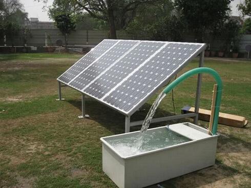 Máy bơm nước từ điện mặt trời